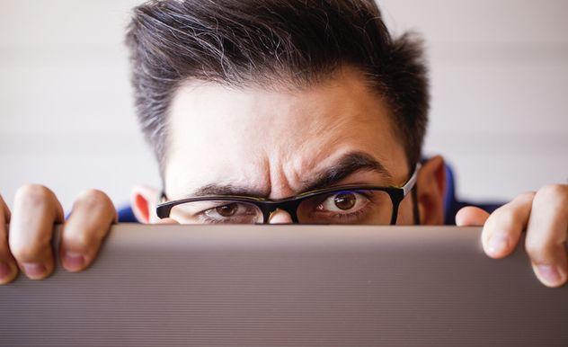 Wer heimlich E-Mails mitliest, muss damit rechnen, eine Entschädigung zu zahlen