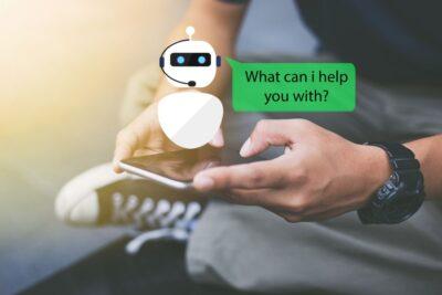"""Typische kommerzielle Chatbot-Programme sind z.B. """"ManyChat"""" oder """"CleverBot"""". Sie sind mit Anwendungen wie dem Facebook Messenger oder Shopify kompatibel und lassen sich integrieren."""